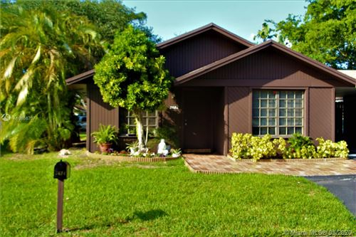 Photo of Listing MLS a10856707 in 3684 E Valley Green Dr Davie FL 33328