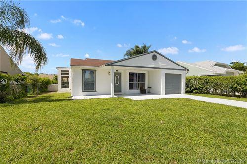Photo of 8257 Cedar Hollow Ln, Boca Raton, FL 33433 (MLS # A11072709)