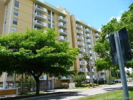 Photo of 2000 NE 135th St #406, North Miami, FL 33181 (MLS # A10902711)