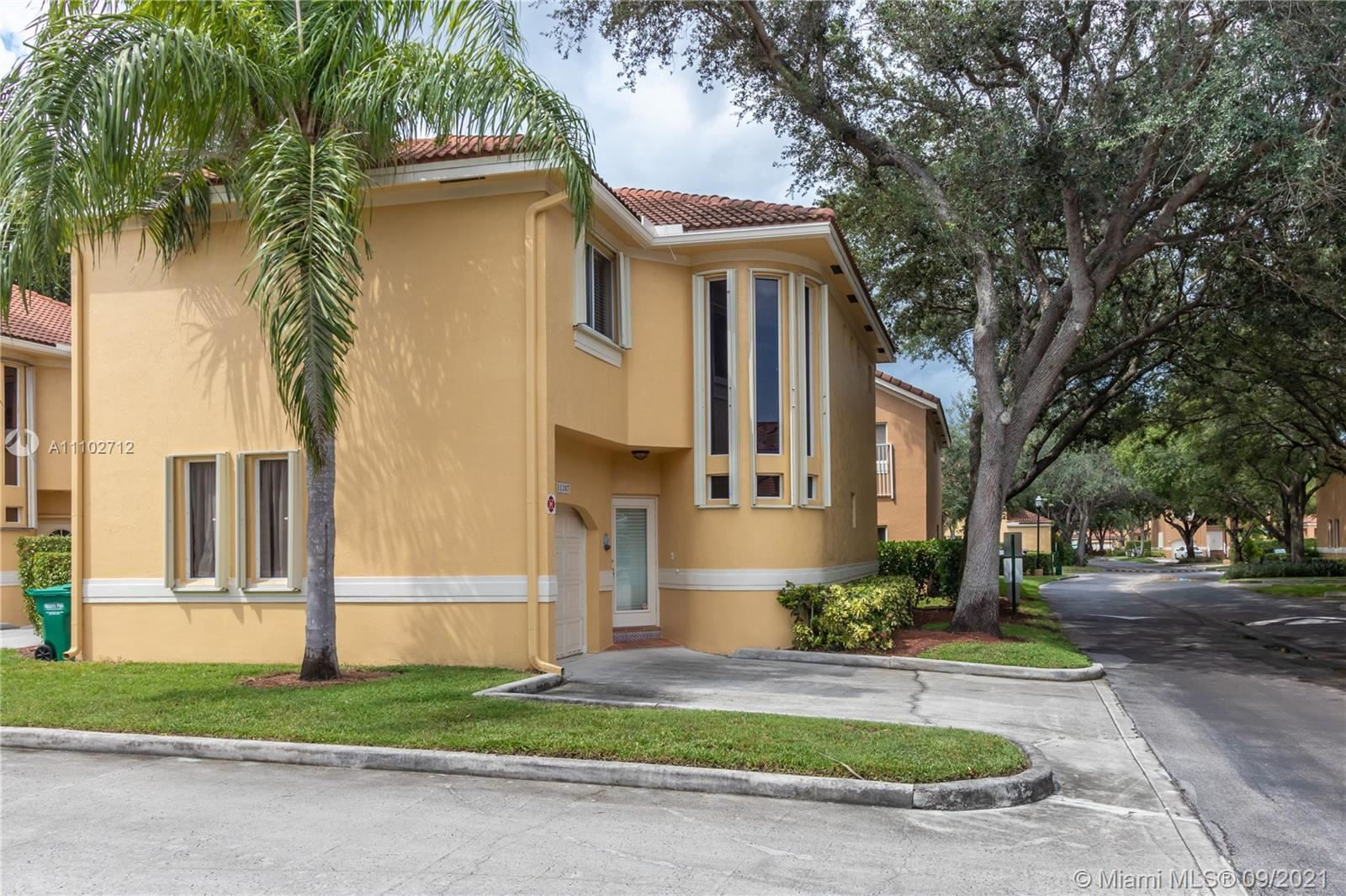 11207 Lakeview Dr, Coral Springs, FL 33071 - #: A11102712