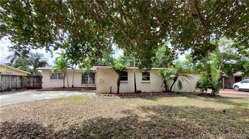 Photo of 6760 Evans St, Hollywood, FL 33024 (MLS # A10838717)