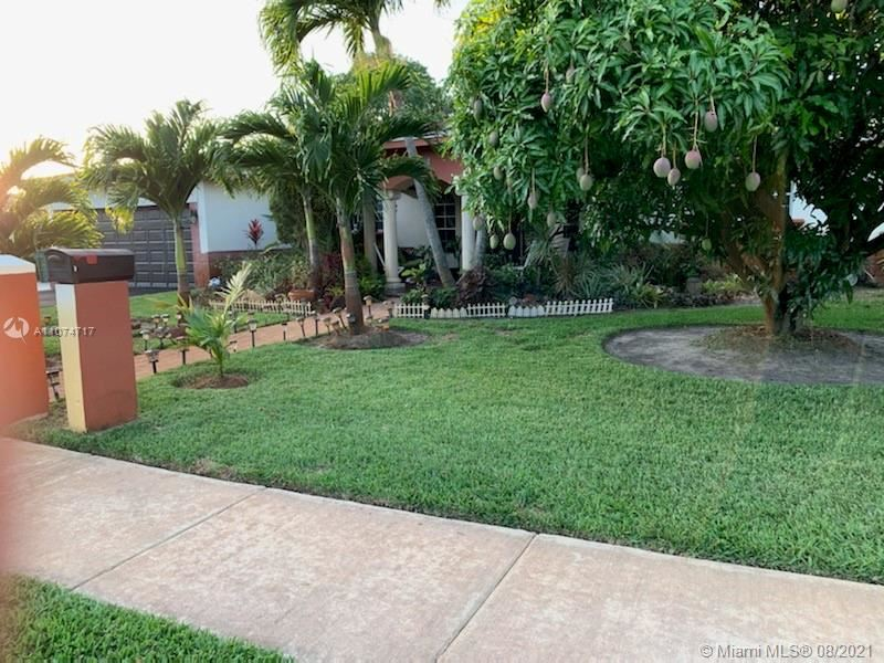 Photo of 3811 SW 11th St, Fort Lauderdale, FL 33312 (MLS # A11074717)
