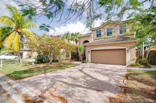 Photo of 4425 SW 160 CT, Miami, FL 33185 (MLS # A10941718)