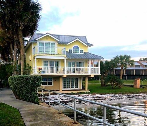 Photo of 850 Indian River Dr, Sebastian, FL 32958 (MLS # A10976719)