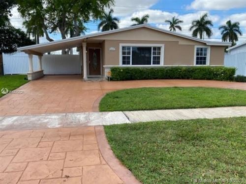 Photo of 6890 Tyler St, Hollywood, FL 33024 (MLS # A10840721)