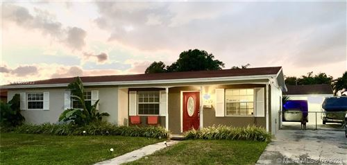 Foto de inmueble con direccion 17430 NW 85th Ave Miami Lakes FL 33015 con MLS A10805723