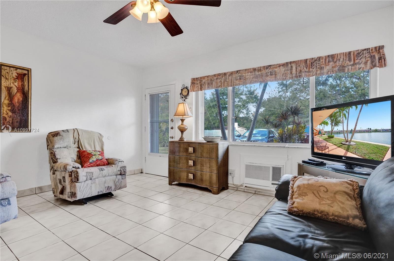 Photo of 920 SW 10th Ter #1R, Hallandale Beach, FL 33009 (MLS # A10997724)