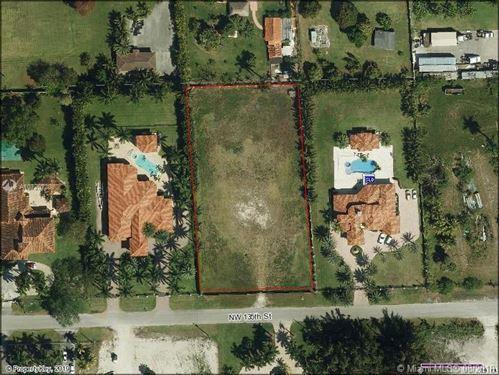Foto de inmueble con direccion 9863 NW 135 st Hialeah Gardens FL 33018 con MLS A10720728