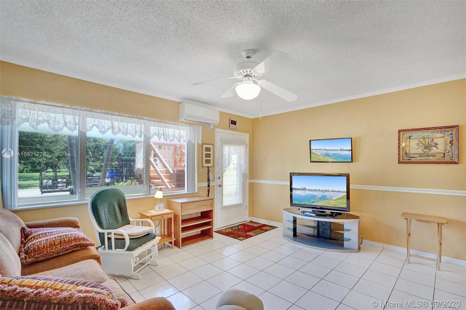 Photo of 920 SW 10th Ter #3R, Hallandale Beach, FL 33009 (MLS # A10921728)