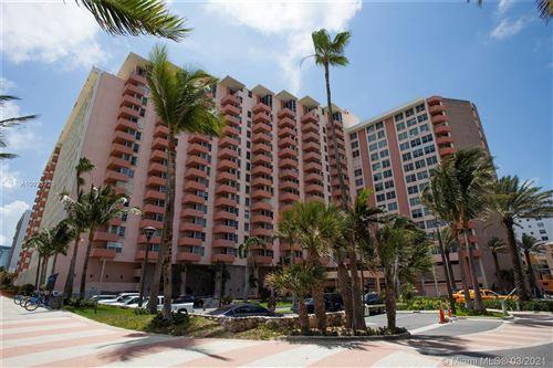 Photo of 2899 Collins Ave #535, Miami Beach, FL 33140 (MLS # A10923729)
