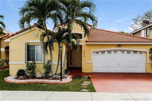 Photo of 16098 SW 86th Ter, Miami, FL 33193 (MLS # A10986729)