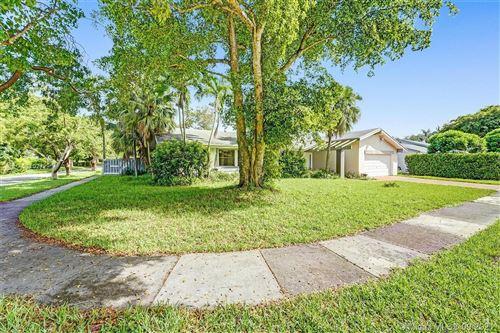 Photo of 11621 SW 105th Ter, Miami, FL 33176 (MLS # A11102729)