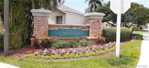 Photo of Listing MLS a10845733 in 9219 Arborwood Cir Davie FL 33328