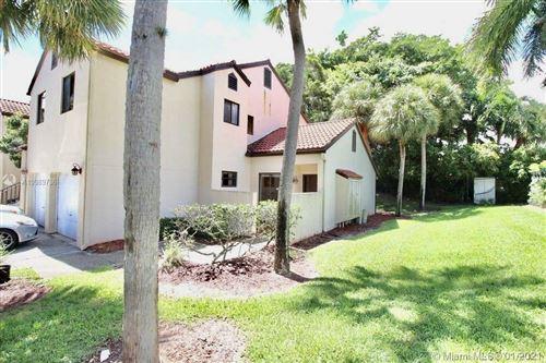 Photo of 5 Via De Casas Sur #105, Boynton Beach, FL 33426 (MLS # A10989736)
