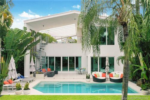 Foto de inmueble con direccion 5344 La Gorce Dr Miami Beach FL 33140 con MLS A10719746
