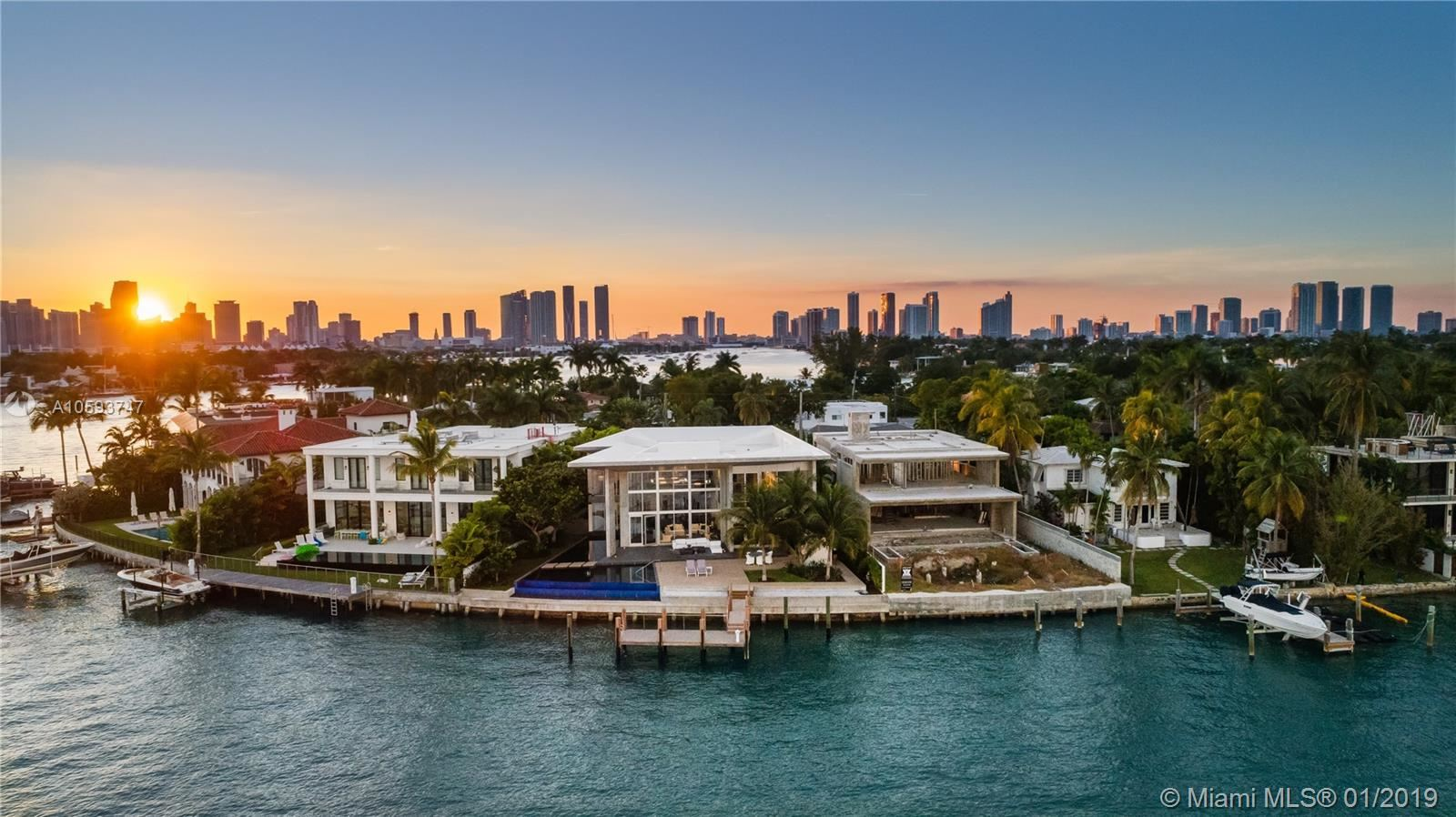 Photo 1 of Listing MLS a10593747 in 35 E Dilido Dr Miami Beach FL 33139