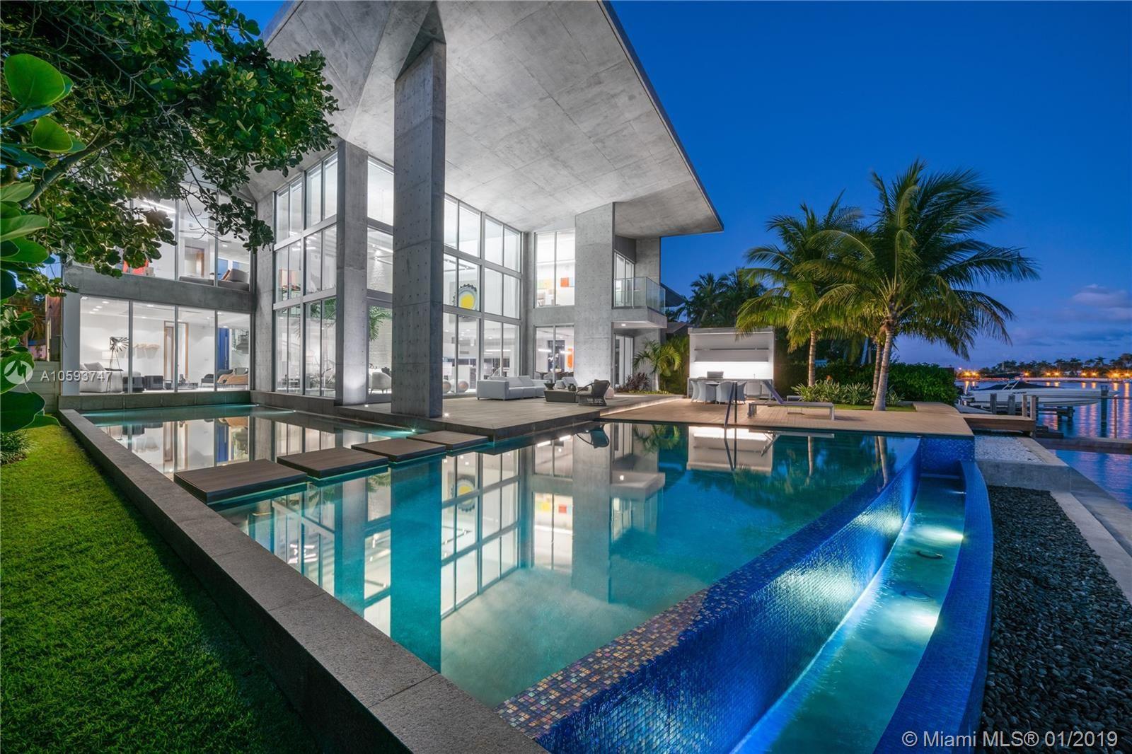 Photo 33 of Listing MLS a10593747 in 35 E Dilido Dr Miami Beach FL 33139