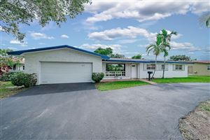 Photo of 427 N Crescent Dr, Hollywood, FL 33021 (MLS # A10759753)