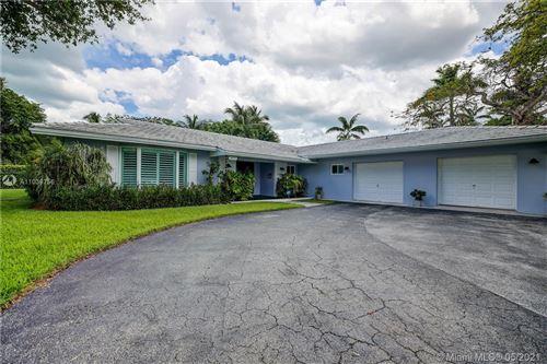 Photo of 16121 SW 87th Ct, Palmetto Bay, FL 33157 (MLS # A11039756)