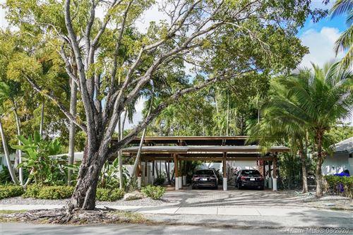 Photo of 125 W Shore Dr W, Miami, FL 33133 (MLS # A10811763)
