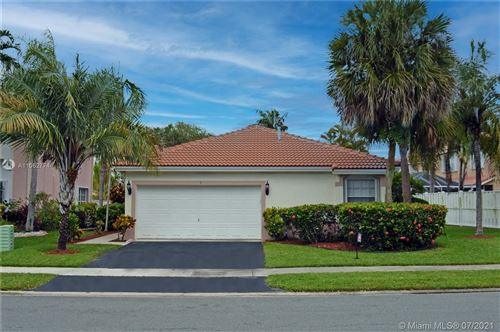 Photo of 5 Gables Blvd, Weston, FL 33326 (MLS # A11062774)
