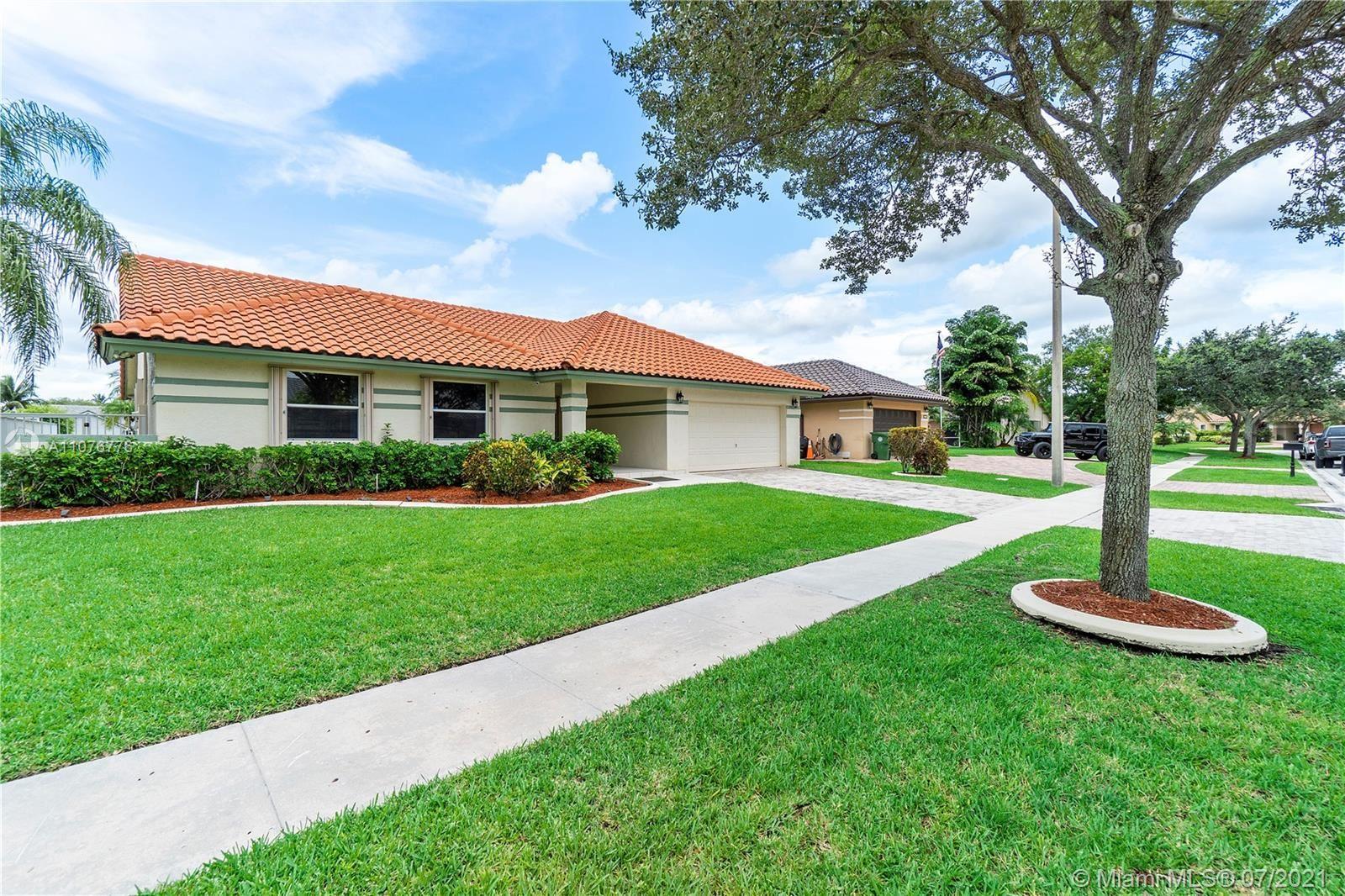 Photo of Pembroke Pines, FL 33028 (MLS # A11076776)