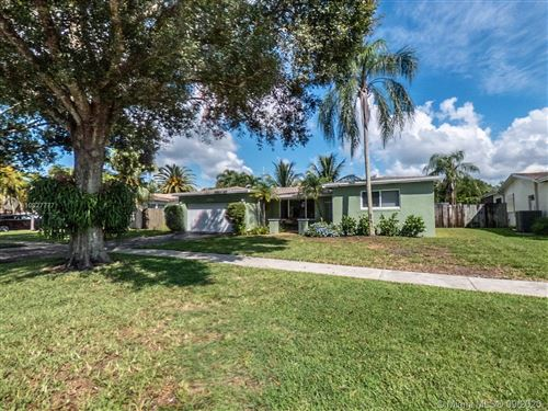 Photo of 10525 NW 3rd St, Plantation, FL 33324 (MLS # A10927777)