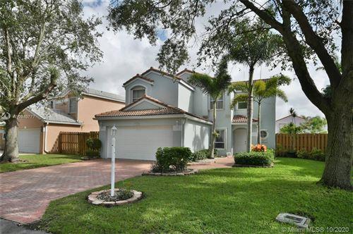 Photo of 122 S Wedgewood Lks S, Green Acres, FL 33463 (MLS # A10949777)