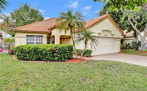 Photo of Listing MLS a10860783 in 2801 Oakview Way Davie FL 33328
