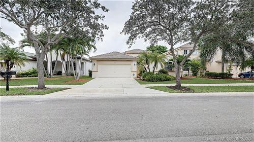 Photo of 4318 Laurel Ridge Cir, Weston, FL 33331 (MLS # A10931784)