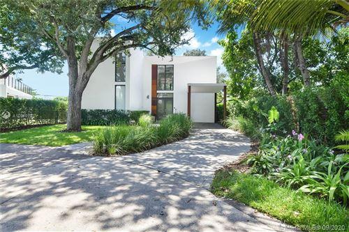 Foto de inmueble con direccion 8550 Arboretum Ln Miami FL 33138 con MLS A10919793
