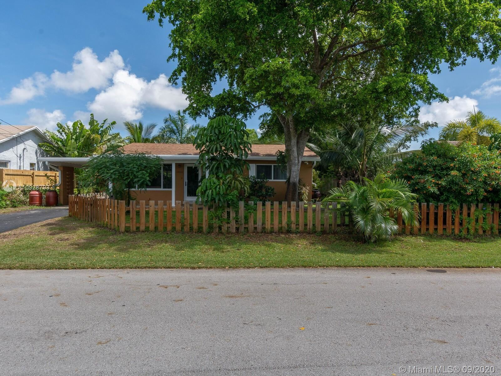 Photo of 3360 NE 13th Ave, Oakland Park, FL 33334 (MLS # A10928793)