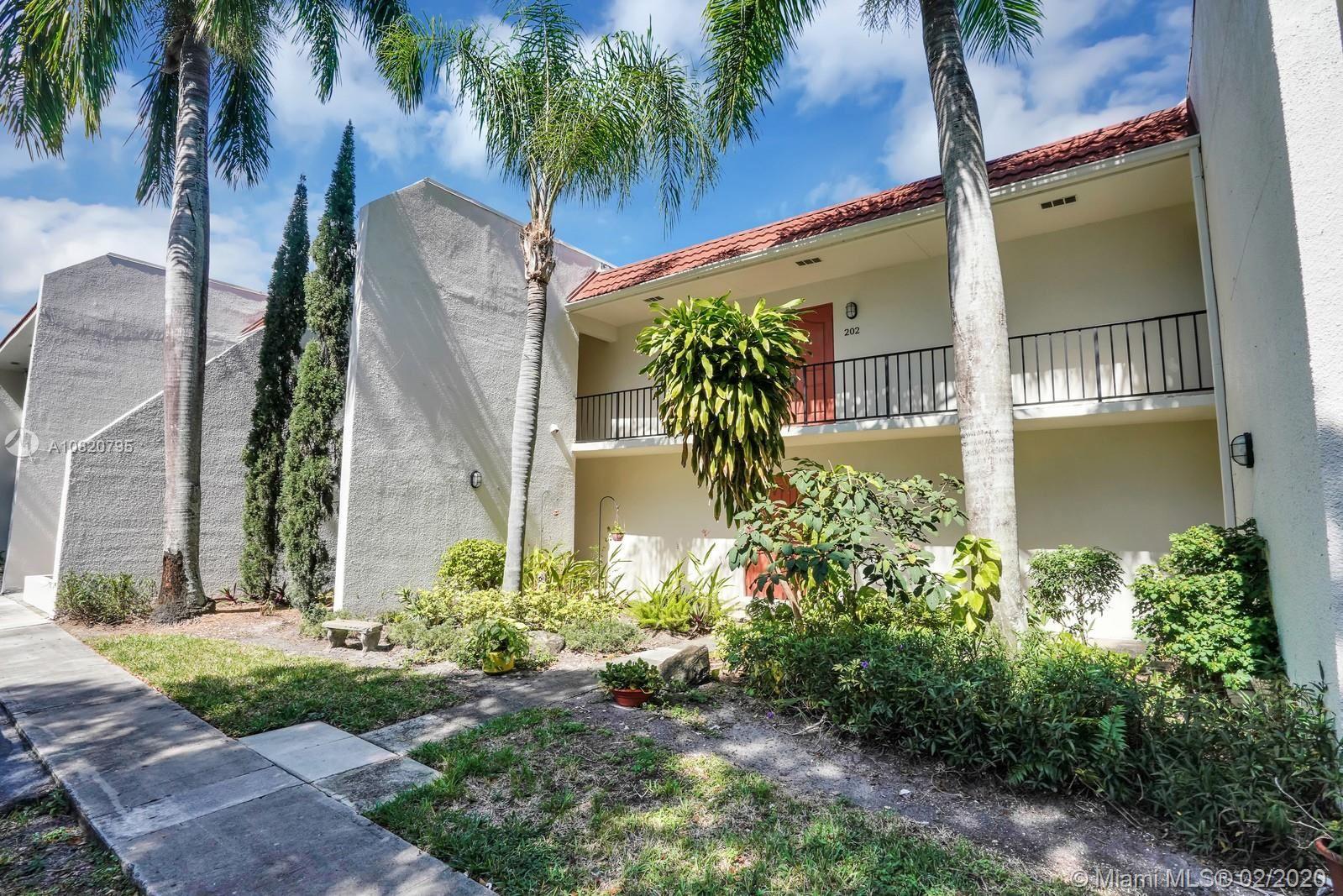 1639 Embassy Dr #202, West Palm Beach, FL 33401 - #: A10820795