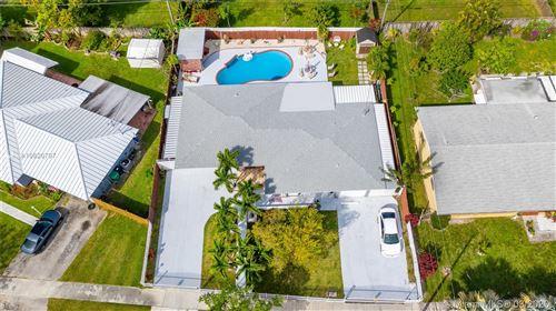 Foto de inmueble con direccion 15910 SW 101st Ave Miami FL 33157 con MLS A10826797