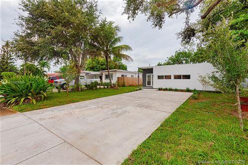 Foto de inmueble con direccion 1351 NE 158th St North Miami Beach FL 33162 con MLS A10899799