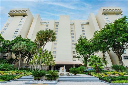 Photo of 11111 Biscayne Blvd #8G, Miami, FL 33181 (MLS # A11103800)