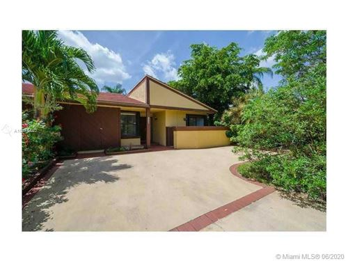 Photo of Listing MLS a10875802 in 1026 NE 204th Ln #1026 Miami FL 33179