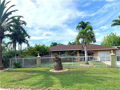 Photo of 17701 SW 176th St, Miami, FL 33187 (MLS # A11042804)