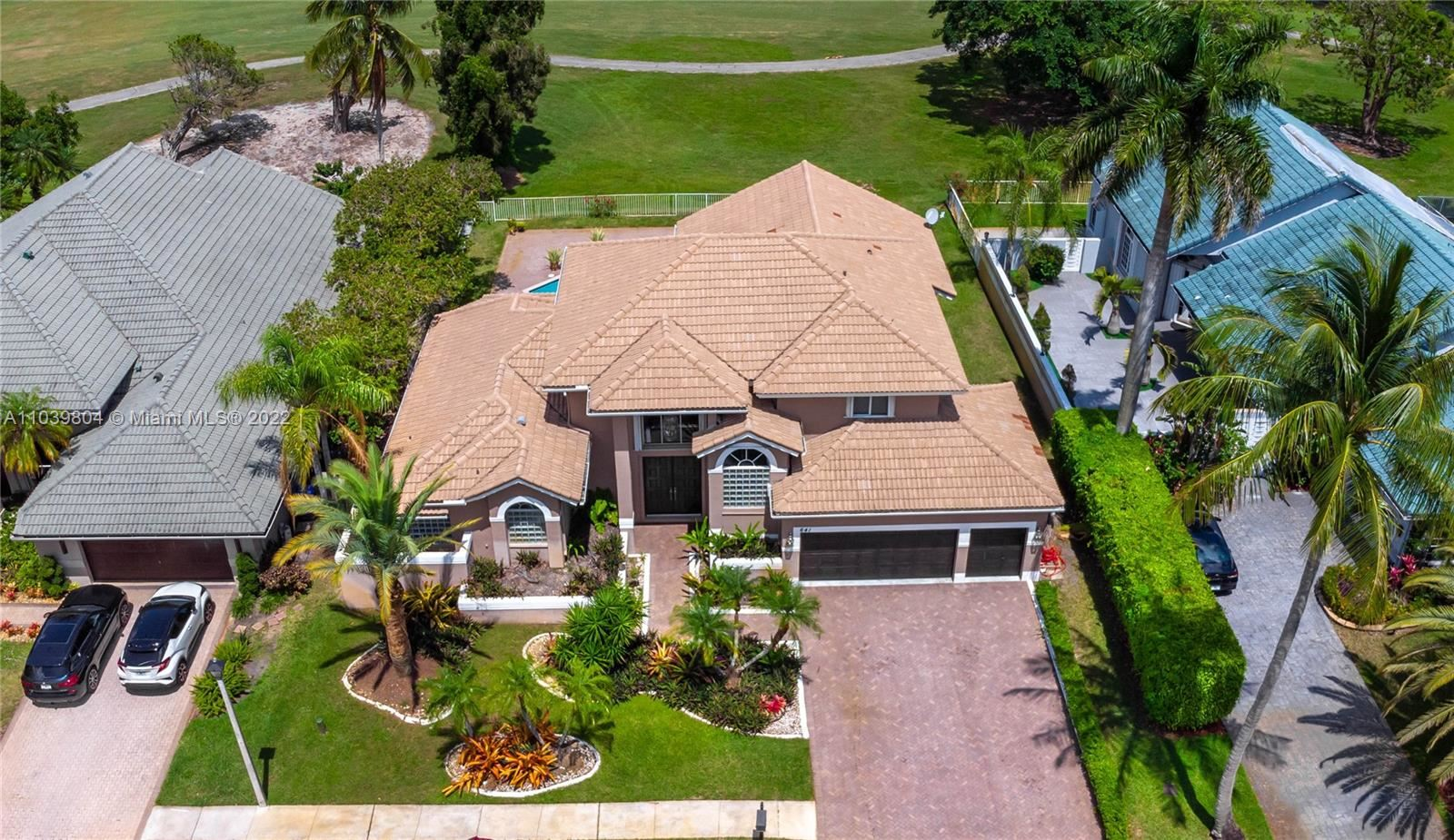 Photo of 641 E Laurel Ln E, Pembroke Pines, FL 33027 (MLS # A11039804)