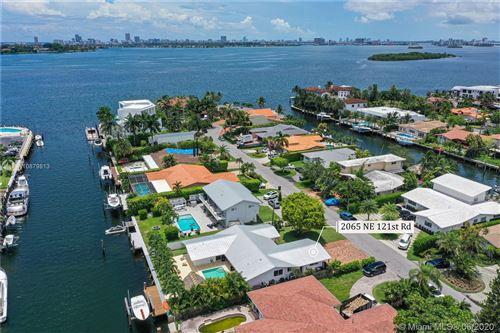Foto de inmueble con direccion 2065 NE 121st Rd North Miami FL 33181 con MLS A10879813