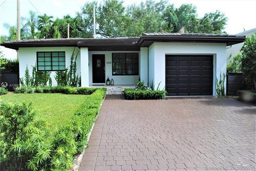 Foto de inmueble con direccion 1208 San Miguel Ave Coral Gables FL 33134 con MLS A10883815
