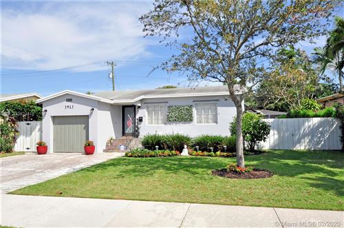 Photo of Listing MLS a10824818 in 3943 SW 60th Pl Miami FL 33155