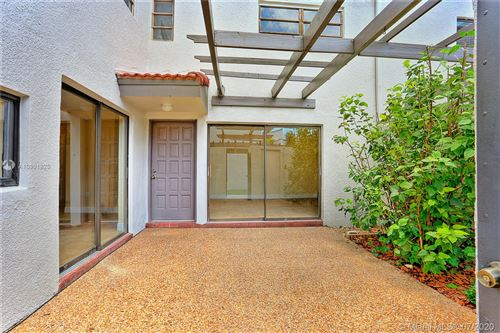Foto de inmueble con direccion 4710 SW 67th Ave #H10 Miami FL 33155 con MLS A10901825