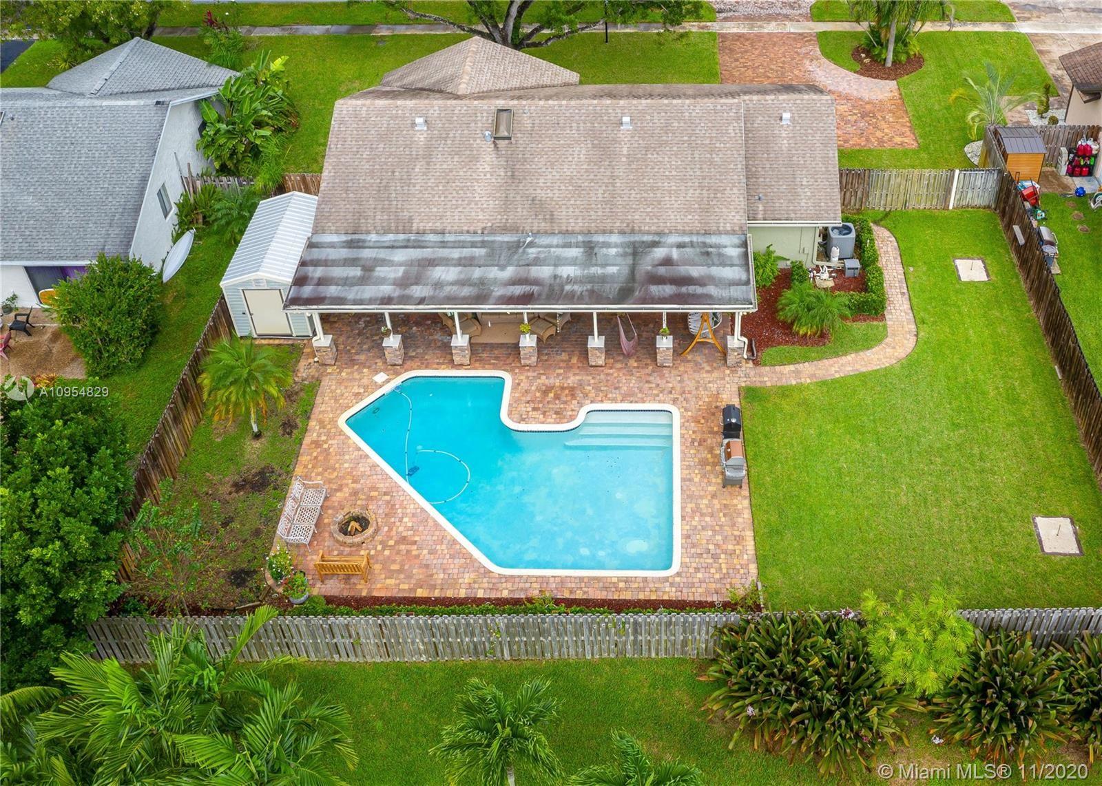 Photo of 9140 NW 17th St, Plantation, FL 33322 (MLS # A10954829)