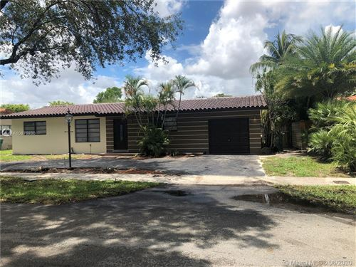 Photo of Listing MLS a10876830 in 14410 Lake Candlewood Ct Miami Lakes FL 33014