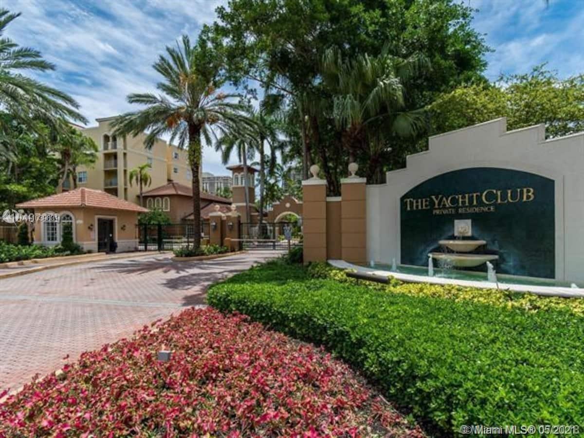Photo of 19701 E Country Club Dr #5301, Aventura, FL 33180 (MLS # A11039831)