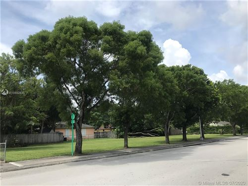 Photo of Listing MLS a10892835 in 6020 SW 64 St South Miami FL 33143