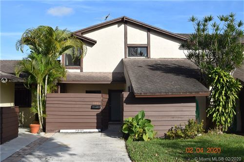 Photo of Listing MLS a10807846 in 7021 SW 105th Ct Miami FL 33173