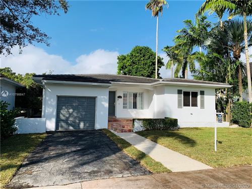 Photo of 535 Luenga Ave, Coral Gables, FL 33146 (MLS # A10798847)