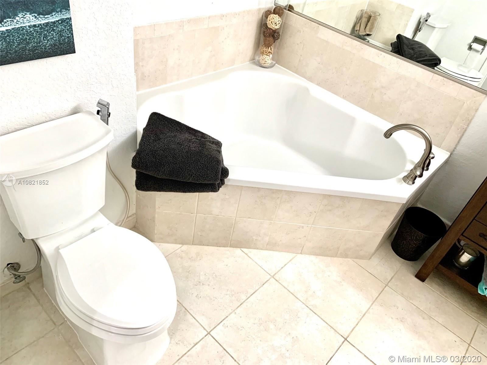 Photo 16 of Listing MLS a10821852 in 1830 Radius Dr #305 Hollywood FL 33020